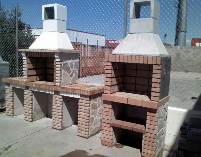 Barbacoas prefabricadas de ladrillo refractario y piedra natural.